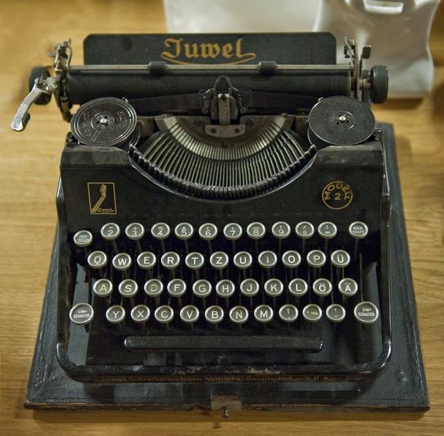 1-juwel-typewriter-hg-1405489821432.jpg