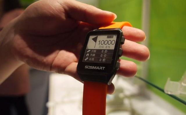 onyx-ra-smartwatch-man-hinh-e-ink-chong-nuoc.jpg